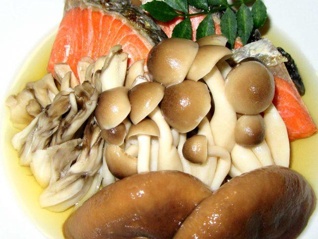 秋鮭ときのこ煮物