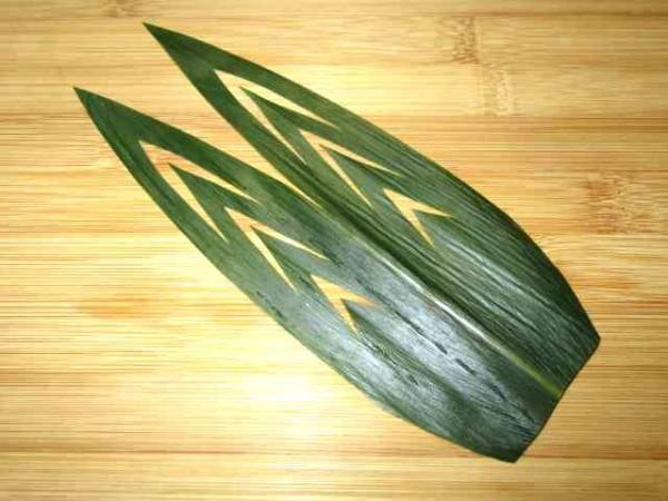 手順がわかると簡単に切れる笹の葉の飾り切り