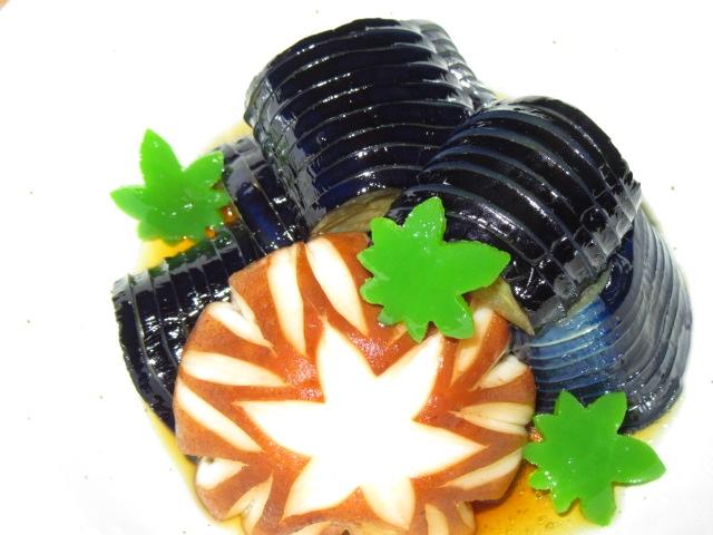 なすと椎茸のたき合わせ,茄子の煮物,しいたけの飾り切り