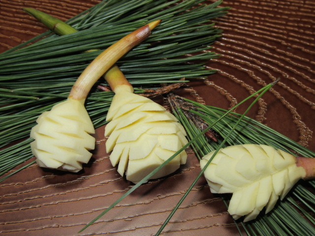 まつかさくわいの飾り切り,松笠慈姑の切り方,正月とおせち料理