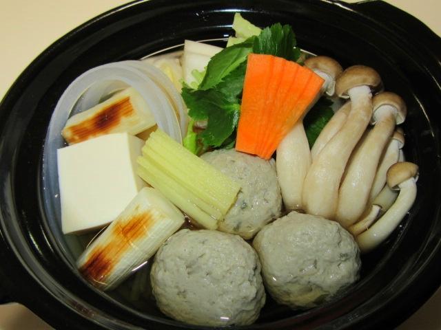 つみれ鍋,焼きねぎ,占地,葛切り,三つ葉,人参,豆腐,白菜,しょうが,冬の献立小鍋仕立て