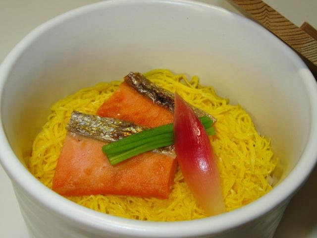 焼き鮭の蒸し寿司