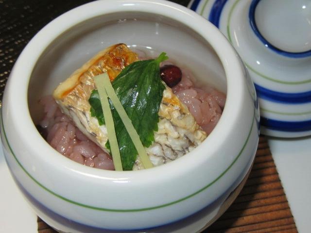 焼き鯛の赤飯蒸し,お凌ぎの献立