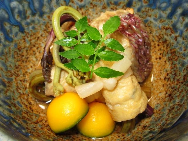 鯛の煮物とわらびの信田巻き,水玉南瓜,春のたき合わせの献立