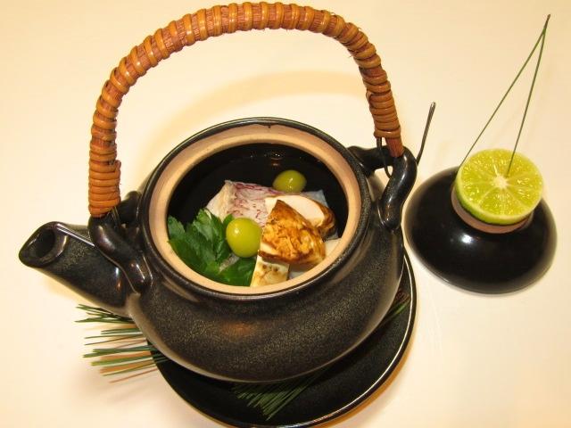 鯛と松茸の土瓶蒸し