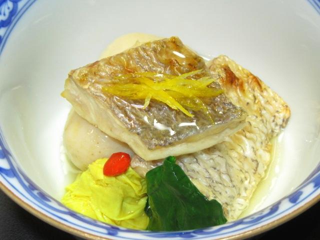 焼き鯛と子芋のたき合わせ,湯葉の吉野煮とほうれん草色だし煮,針ゆず,春の煮物の献立