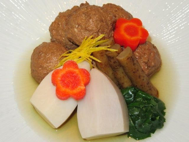 くわい入り鶏団子と里芋のたき合わせ,ごぼうと梅人参,葉みつば