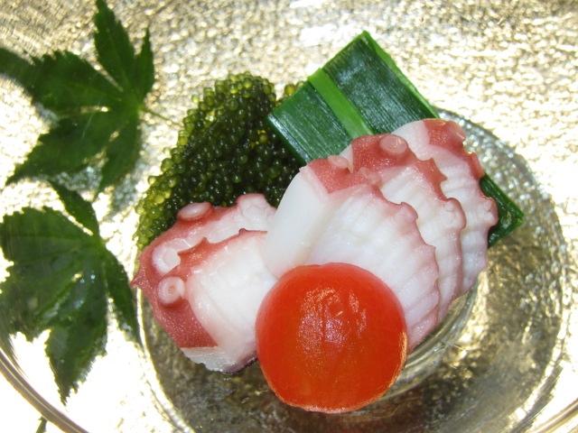 たこと海ぶどうの加減酢,青ねぎ,ミニトマト,夏の酢の物の献立