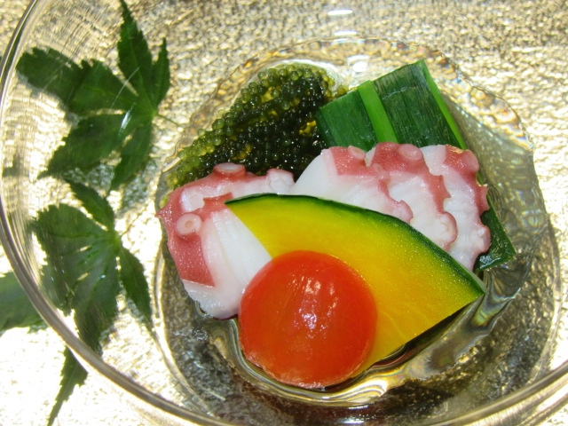 たこと海ぶどうの加減酢,青ねぎ,ミニトマト,南瓜,夏の酢の物の献立