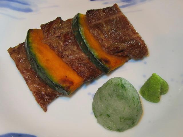 牛肉とかぼちゃの挟み焼きの作り方と盛りつけ,大葉おろし,わさび