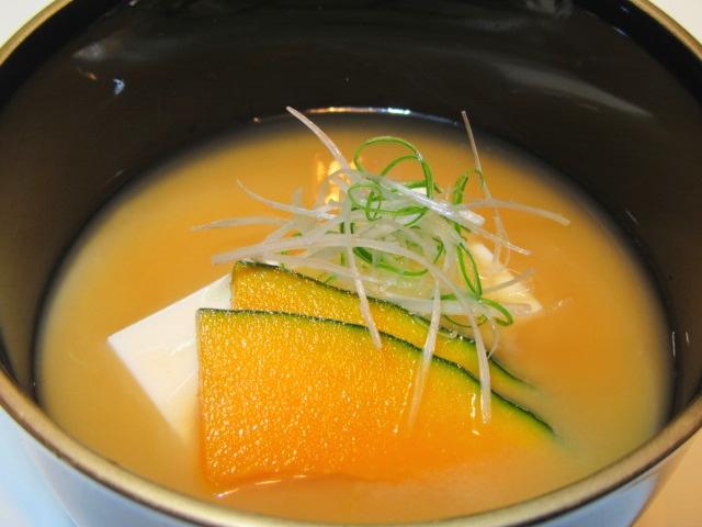 白豆腐と南瓜の合わせ味噌仕立て,汁物の献立