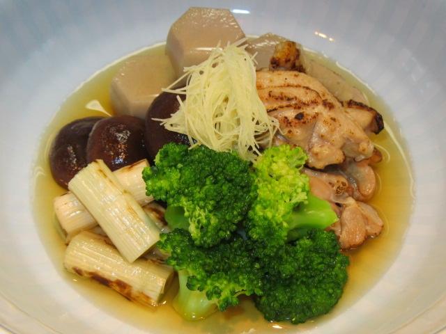 煮汁の黄金比で仕上げた炊き合わせ五種盛り,六方小芋,焼き目鶏,しいたけ,白ねぎ,ブロッコリー