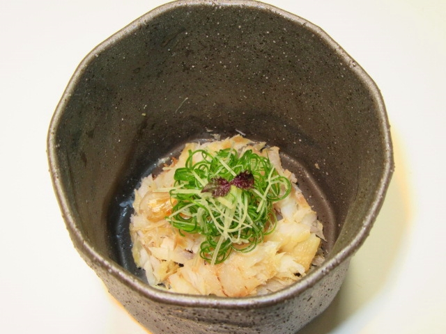 焼き甘鯛の加減酢和え,青ねぎ,針しょうが,紫芽