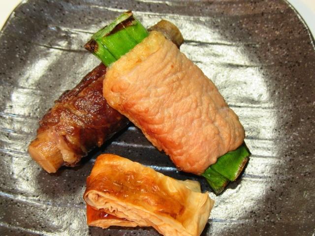 野菜の肉巻き焼き二種盛り,牛肉八幡巻き,青ねぎの鴨肉巻き,湯葉