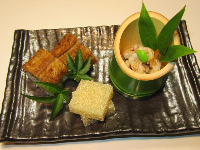 鱧料理の八寸の献立,前菜三種盛り,鱧寿司,梅肉和え,鱧の子ゼリー寄せ
