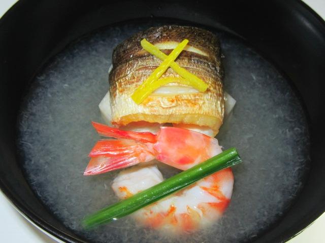 焼きかますの吸い物椀,みぞれ汁,たけのこ芋,車海老,軸ほうれん草,松葉ゆず