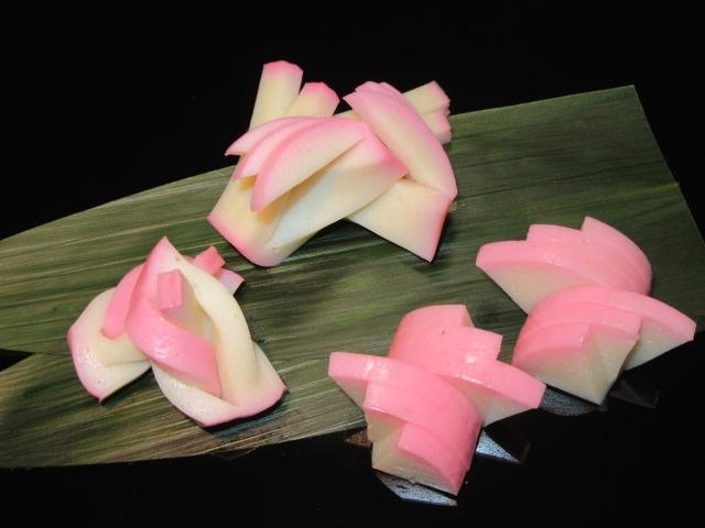 かまぼこの切り方,飾り切り三種盛り,結び,松竹,波