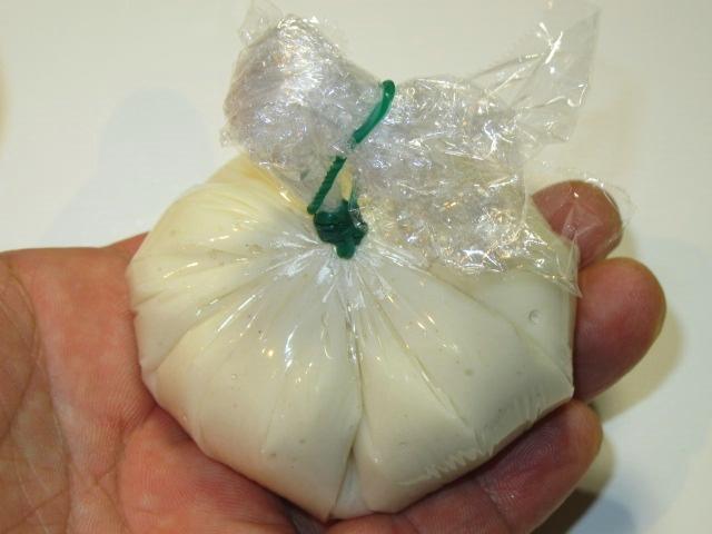 胡麻豆腐の作り方,茶巾にしぼる工程