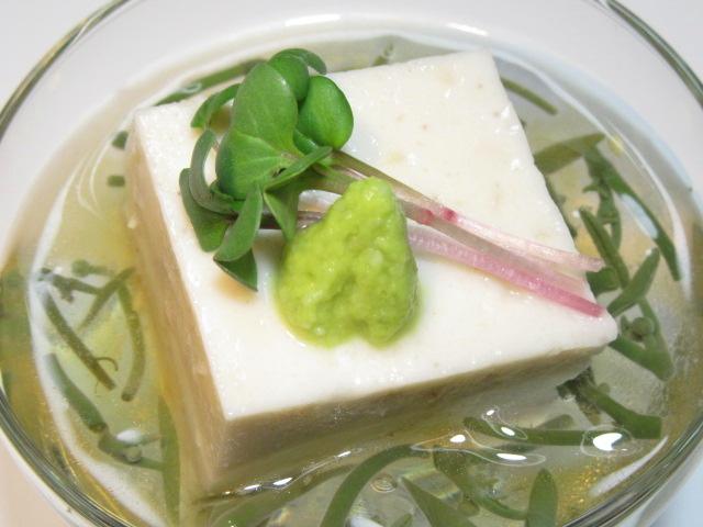 ごま豆腐とじゅん菜の先付け