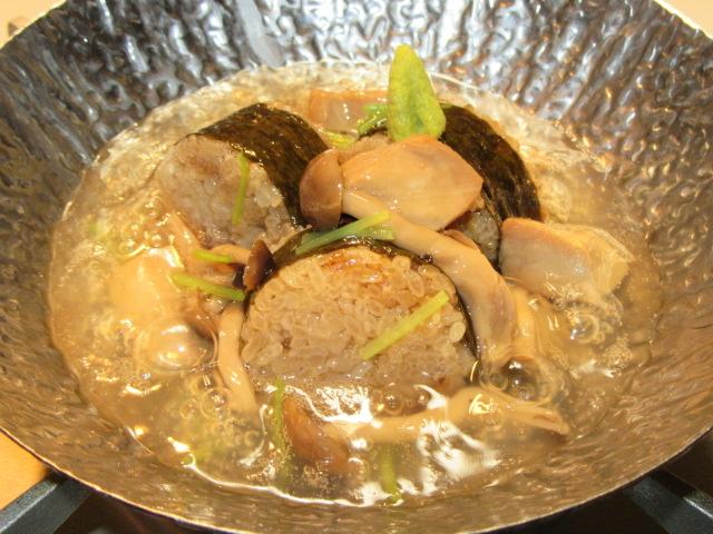 炊き込み御飯のおこげのあんかけ小鍋仕立て,三つ葉,わさび