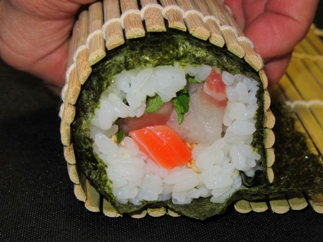 太巻き寿司の巻き方画像